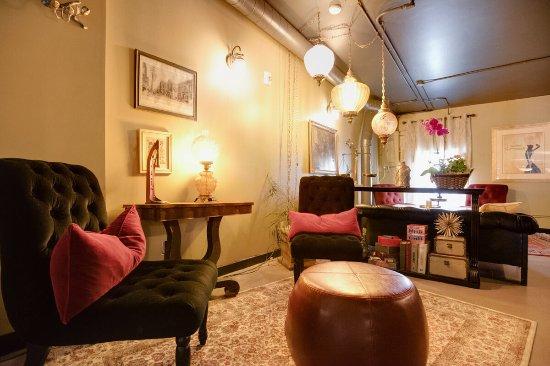 Winona, MN : Upstairs Seating at the Oaks Wine Bar