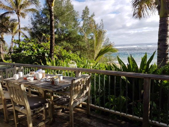 Hale Makai Cottages: View from the cottage deck at breakfast