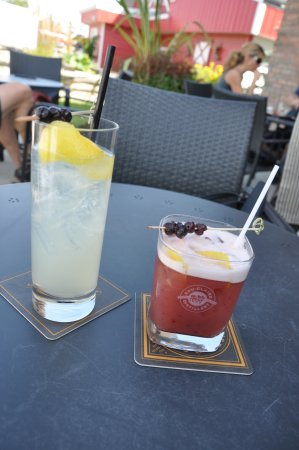 Turner Valley, Canada: Patio Drinks