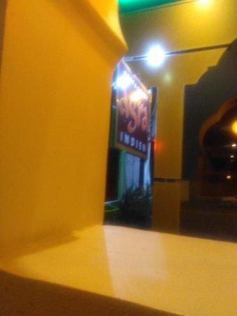 restaurant agra dans laval avec cuisine indienne. Black Bedroom Furniture Sets. Home Design Ideas