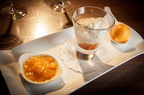Lacombe, France: Riz au lait de coco et caramel de mangue avec sorbet mangue