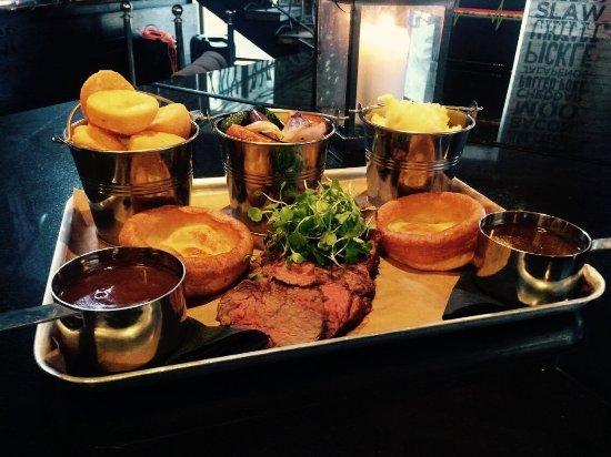 Kirkcaldy, UK: SUnday roast