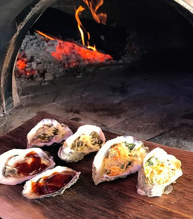 Kenwood, Californien: Local Oysters from our wood fired oven.