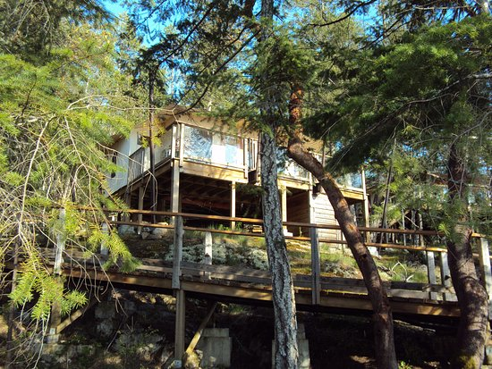 Halfmoon Bay, Canada: Walking up to our tenthouse suite
