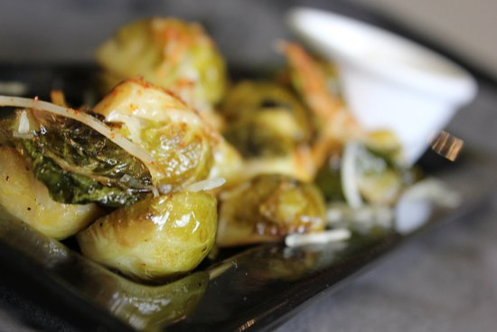 Kenwood, Californie : Brussel sprouts with smoked paprika, parmesan cheese and garlic aioli