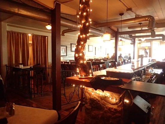 Wardensville, WV: Dining room