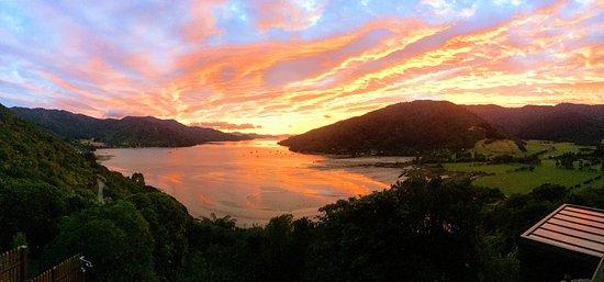 Anakiwa, Nueva Zelanda: Autumn Sunrise at The Sounds Retreat