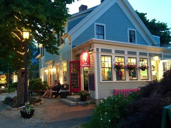 Sweet Pea's : A beautiful summer evening.