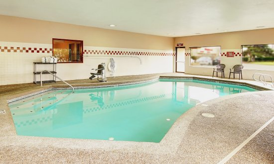 Phoenix Inn Suites South Salem: Pool and spa located just down from the lobby
