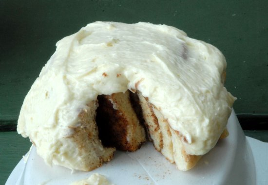 Williamsport, Pensilvania: No sticky glaze on this. just smothered in cream cheese icing.