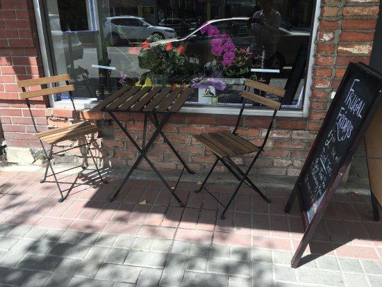 Vernon, Canada: Outdoor seating
