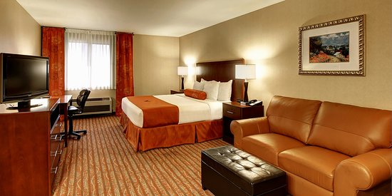 Phoenix Inn Suites South Salem: Our King Suite is perfect for corporate travel or the couple just wanting to get away!