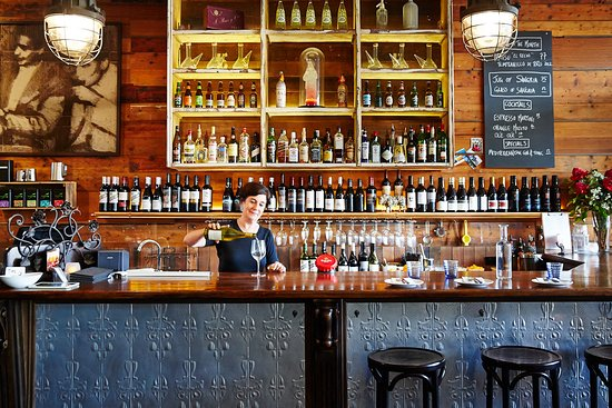 Hawthorn, Australia: Tinto's long bar