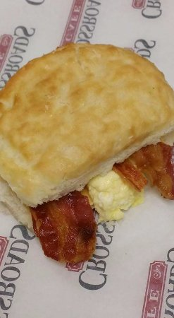 Clarkesville, GA: The BEST Bacon and egg biscuit!!