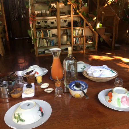 La Loma Jungle Lodge and Chocolate Farm: Breakfast included the best granola I've ever had!