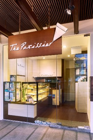 Raffles Place, Singapore: The Patissier - Shopfront
