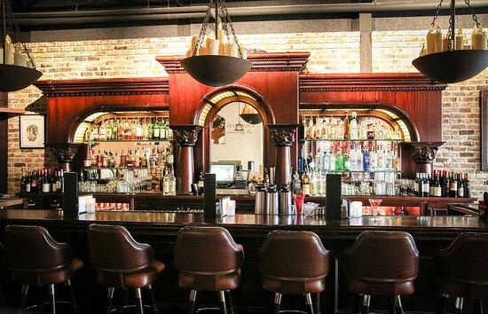 Friar Tuck's Restaurant & Bar: Friar Tuck's hand carved triple arched bar