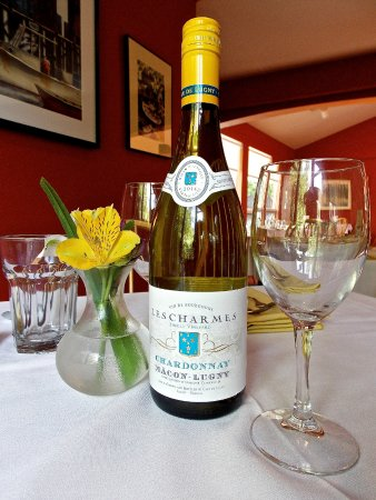 Brooksville, ME: Buck's offers an extensive selection of wines, handpicked by our Head Chef.