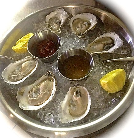 Brooksville, ME: Oysters on the half shell