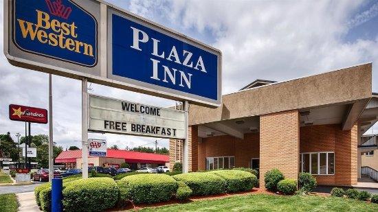 Breezewood, PA: Entrance