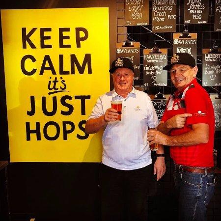 Petone, นิวซีแลนด์: Happy hat purchasers - Cheers!