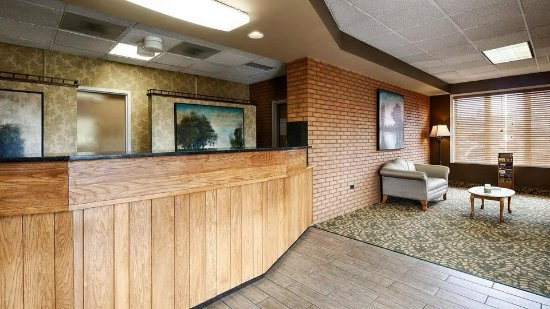 Best Western Plaza Inn: Front Desk
