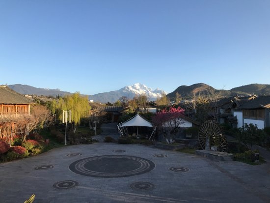 InterContinental Lijiang Ancient Town Resort: Beautiful grounds and spectacular view of Jade Snow Mountain