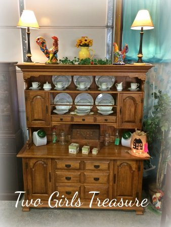 Florence, Güney Carolina: Vintage style can never be beat!  Get your home styled at Two Girls Treasure!