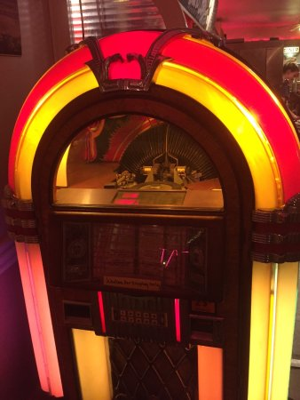 Medina, OH: old fashioned juke box