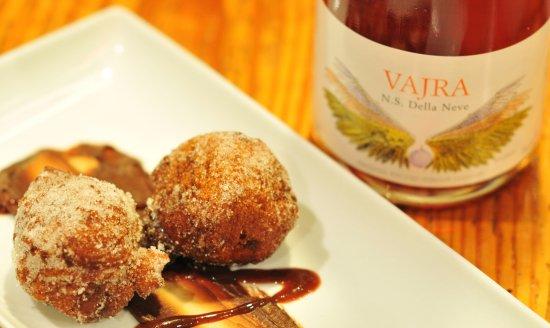 Wilson, Kuzey Carolina: Italian Wine Dinner - Donuts!