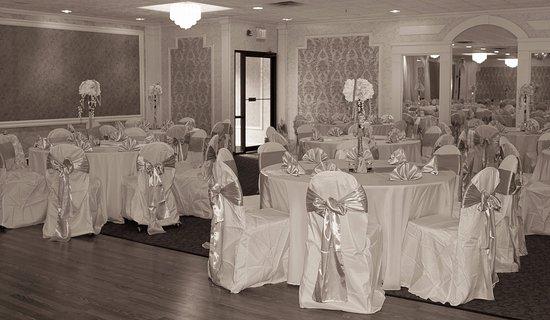 North Chelmsford, MA: Ballroom