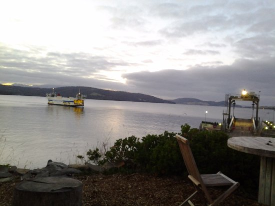 Kettering, Australien: waiting for the ferry on the Bruny Island side