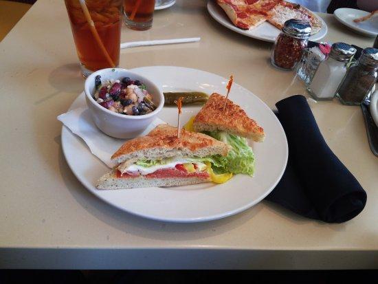 Huntersville, Carolina del Norte: Tuscan Sandwich with 3 bean salad