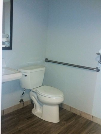 Super 8 Pigeon Forge Near The Convention Center: Where's the toilet paper or its holder? Oh, not included.