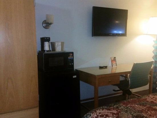 Super 8 Pigeon Forge Near The Convention Center: Tiny TV and glass topped desk.