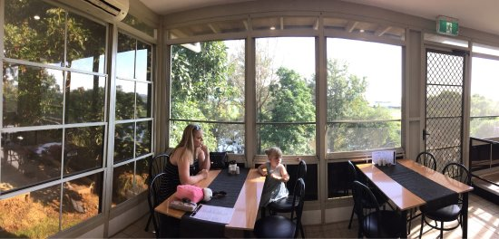 Morpeth, Australia: Lovely cafe, nice food overlooking the river...