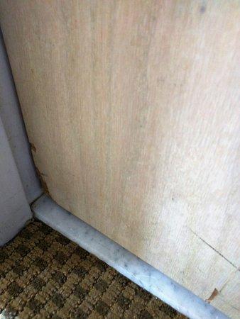 Keystone, Colorado: cracks on our doors