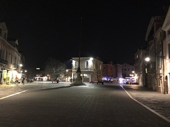Campo Santa Margherita : At weekends in the evenings, the Campo is filled with the chatter of young & old people from all