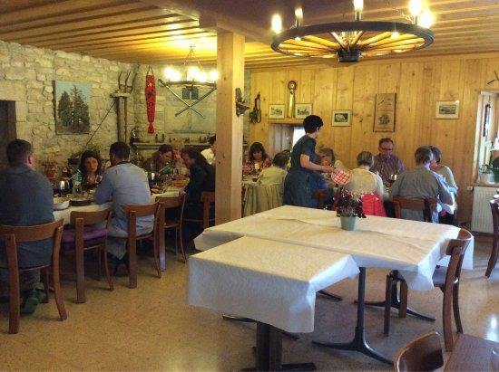 Les Brenets, Schweiz: Restaurant Le Chateau-Rose