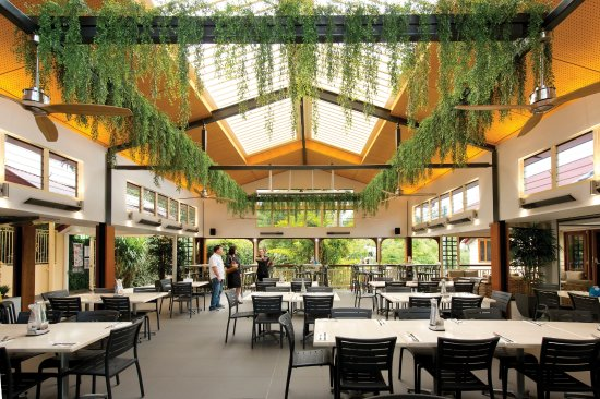 Palmwoods, Australia: Check out our outdoor dining area with a specialised opening louvre roof