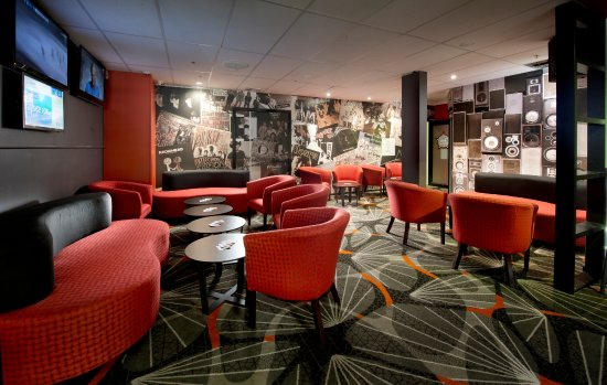 Palmwoods, Australia: Our lounge area in the Sports Bar is the perfect place to catch up with friends