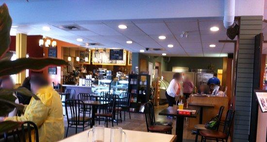 Abbotsford, Canada: Many small tables