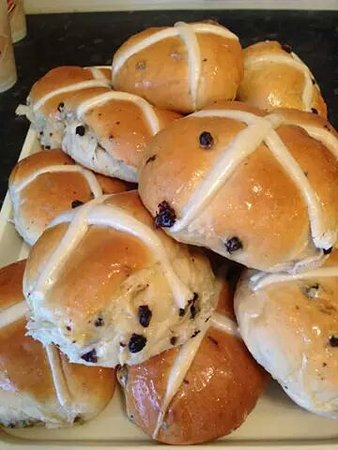 Bidford-on-Avon, UK: Delicious Hot X Buns now available yummy!