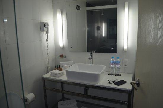 Hotel El Ejecutivo: Buena calidad ropa de baño, baño muy completo, amenites buenos.