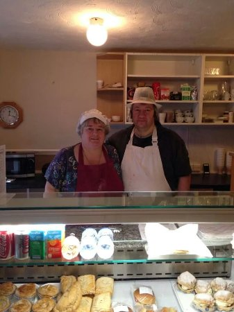 Bidford-on-Avon, UK: Robin and Maxine we are the owners of Meadow Lane in Bidford on Avon