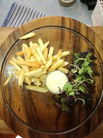Twizel, New Zealand: Hanger steak, served with fries and a chimichurri sauce