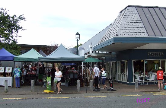 Howick, New Zealand: Cafe next to the market