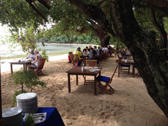 Pulau Siladen, Indonesia: lunch on the beach