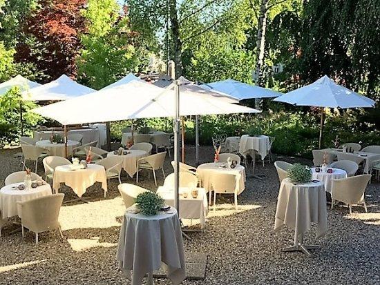 Langenthal, Svizzera: Speisen im Garten