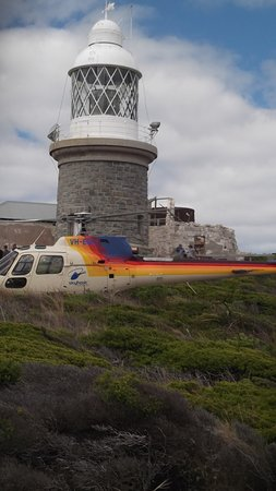 Albany, Australien: Breaksea Lighthouse with the Skyhook helicopter